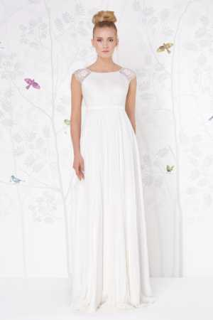 sadoni-lizzy-destination-wedding-dress-bridal-village